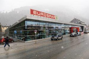 Det kæmpestore Eurospar-supermarked tæt ved togstationen // Foto: Troels Kjems