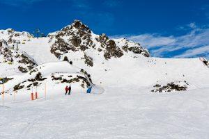 Der er god plads på den blå piste 10A under stoleliften Panoramabahn i Obertauern.