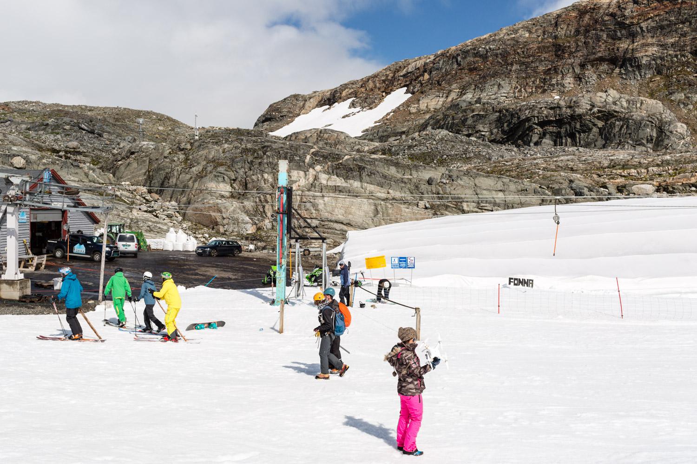 FONNA Glacier Ski Resort i solskin