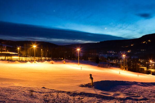 Omkring nytår går solen ned, før lifterne lukker // Foto: Troels Kjems