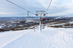 "Tilbageblik mod vest nær toppen af stoleliften ""Väst 6:an"" // Foto: Troels Kjems"