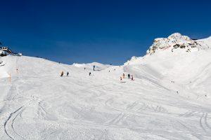 De brede pister i Obertauern med Panoramabahn-stoleliften i baggrunden.