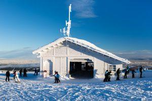 """En dybfrossen topstation for stoleliften """"Express 303"""" i Lindvallen // Foto: Troels Kjems"""