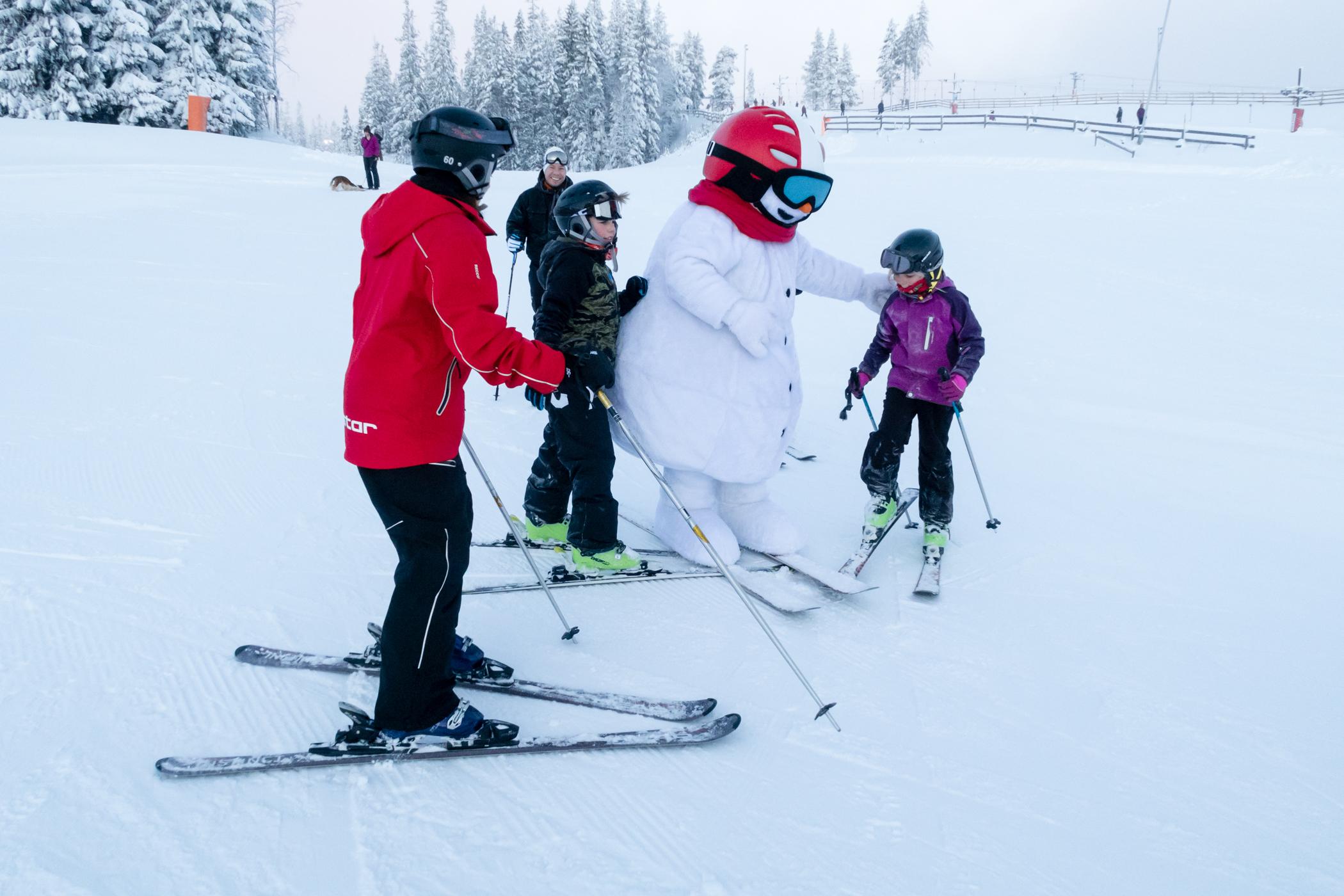 SkiStars maskot Valle stiller gerne op til fotografering // Foto: Troels Kjems