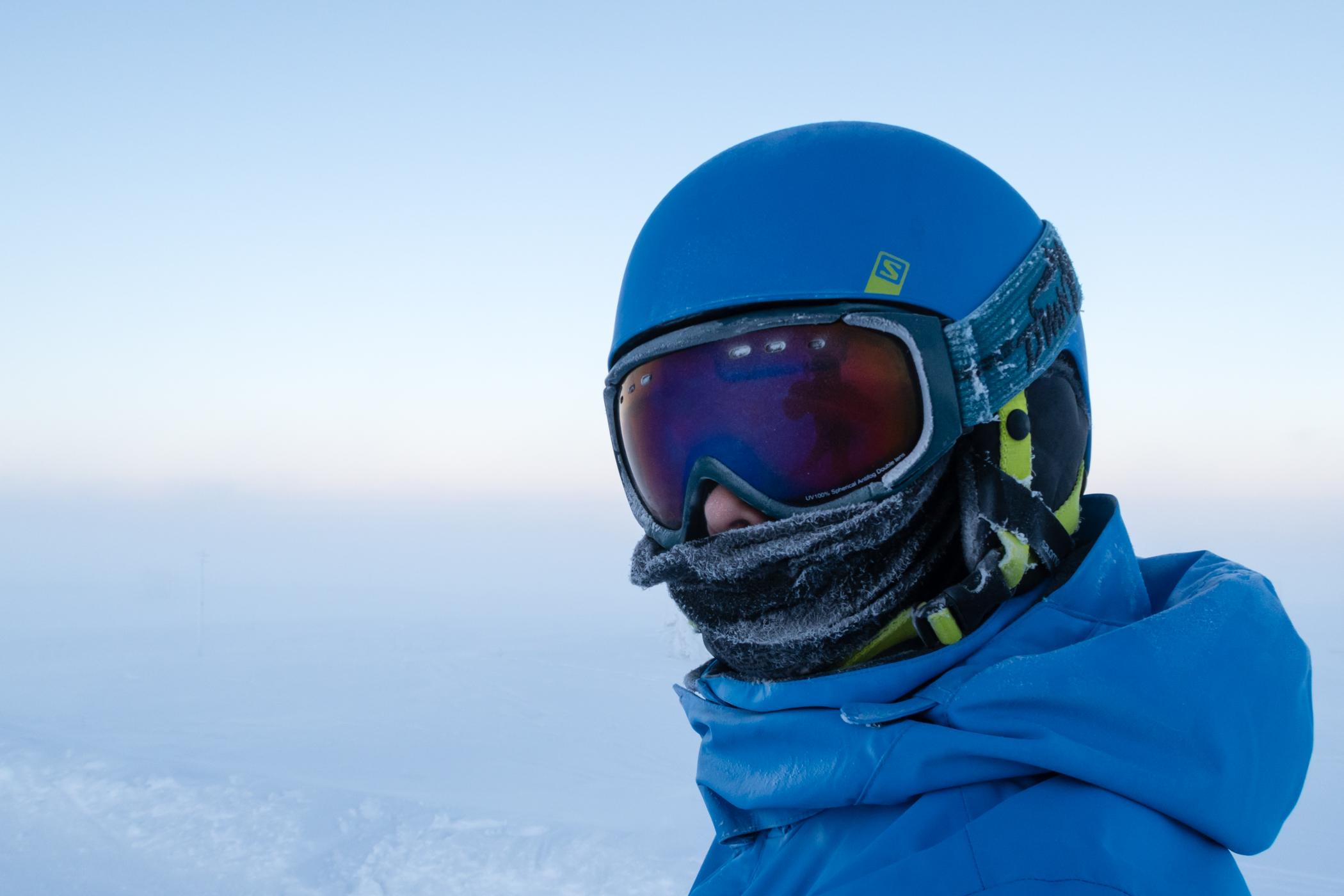 En ansigtsmaske eller halsedisse er et hit, hvis man besøger Sälen i den kolde og mørke december måned // Foto: Troels Kjems