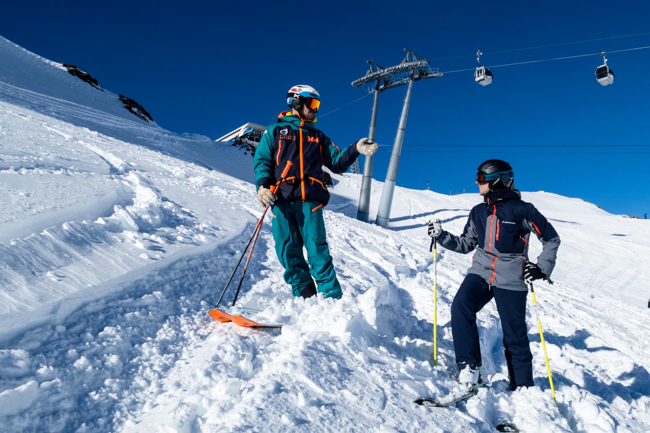Den Danske Skiskoles bedste skilærere underviser både formiddag og eftermidag // Foto: Troels Kjems