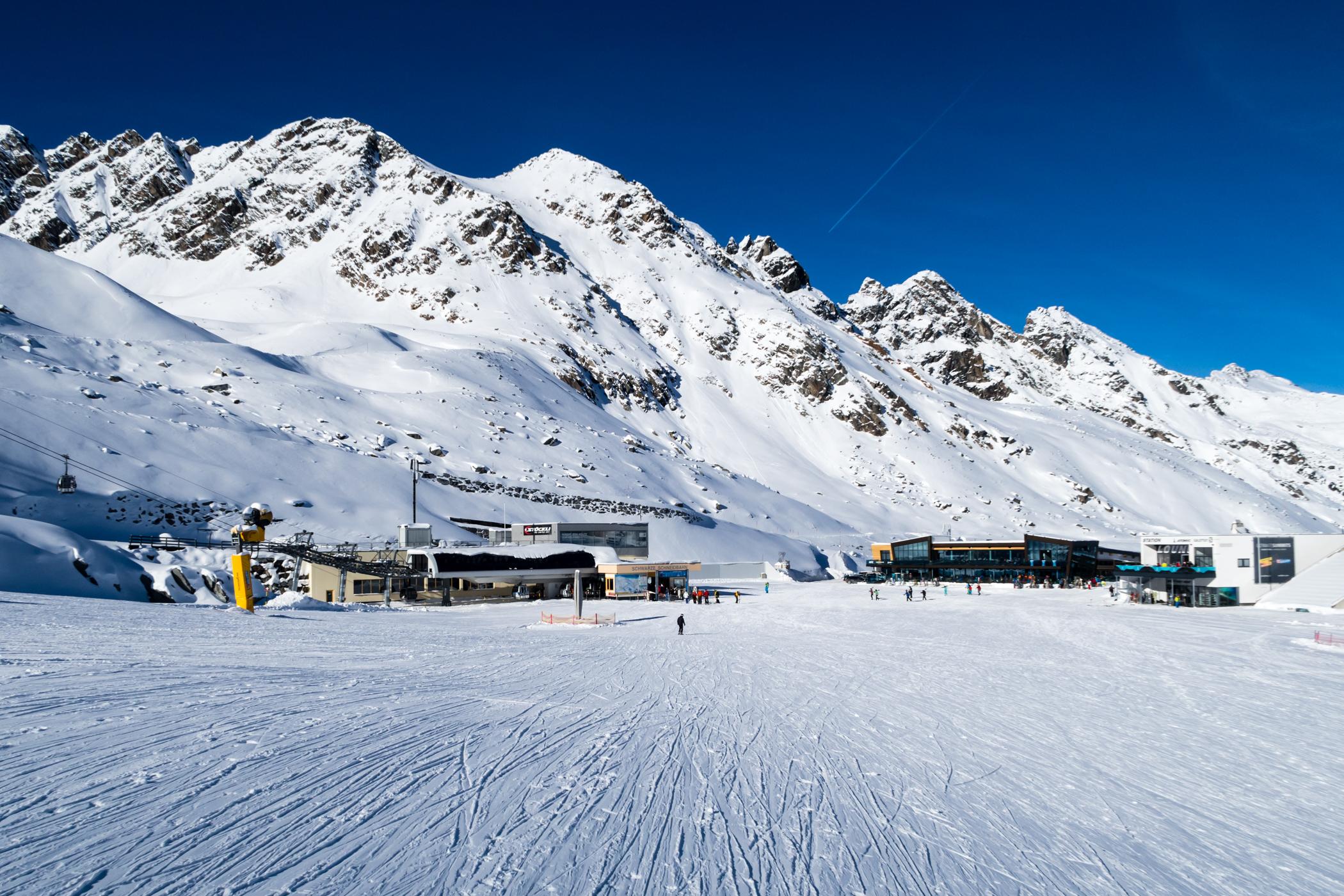 Rettenbach-gletsjeren er også åben for skiløb i november // Foto: Troels Kjems