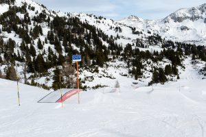 """Begynderlinjen i Obertauerns Snowpark er markeret med et opmuntrende """"Easy"""" skilt."""