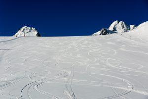 Nypræpareret piste 38 på Tiefenbach-gletsjeren i Sölden, Østrig.