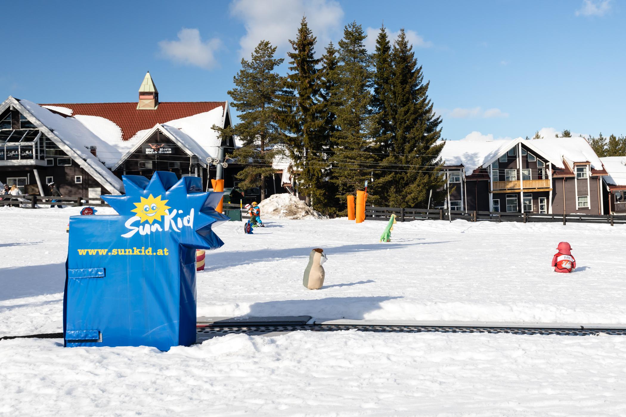 Skiskolens tæppelift i centrum af Trysil Turistsenter