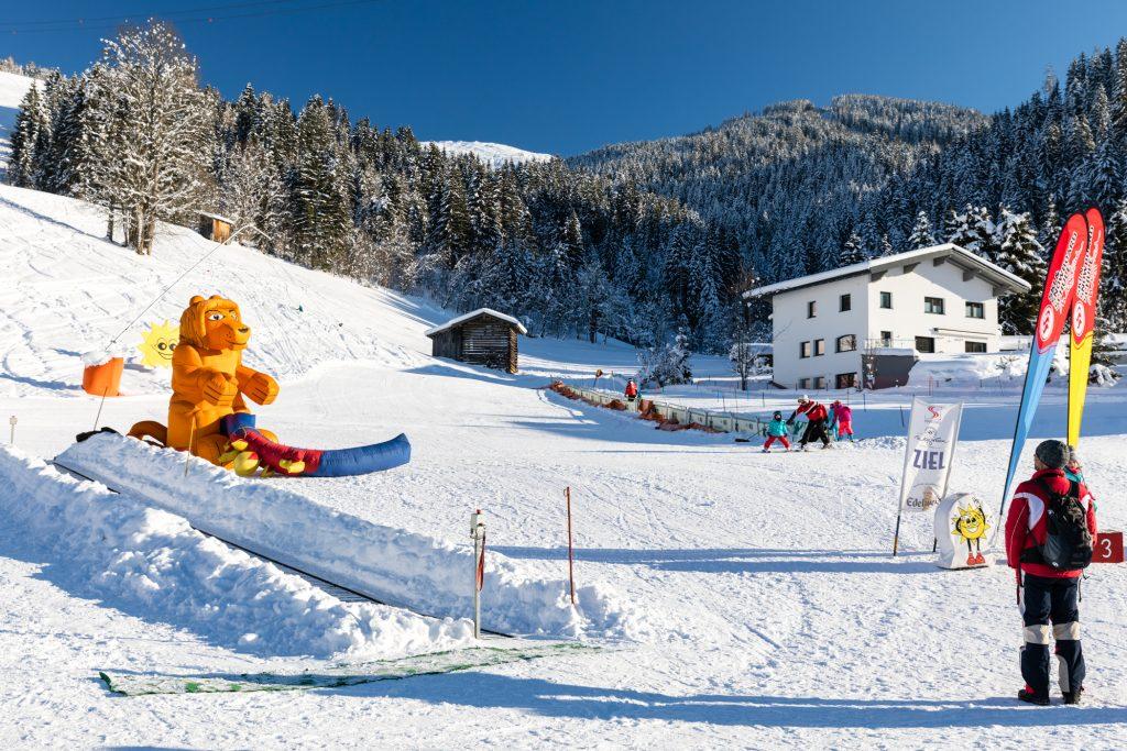Børnebakke og skiskole i Kirchboden